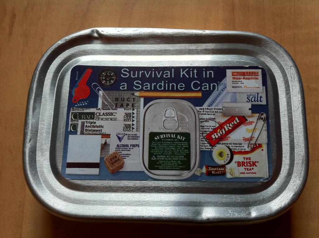 sardine-can-survival-kit-02