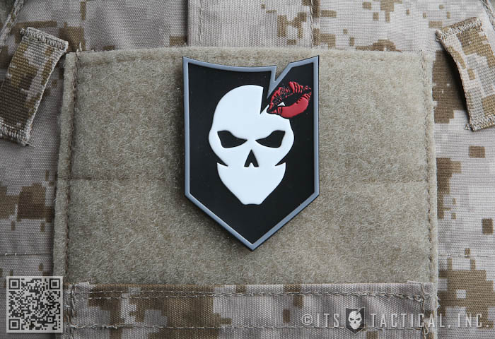 ITS Ladies Kiss PVC Morale Patch 01
