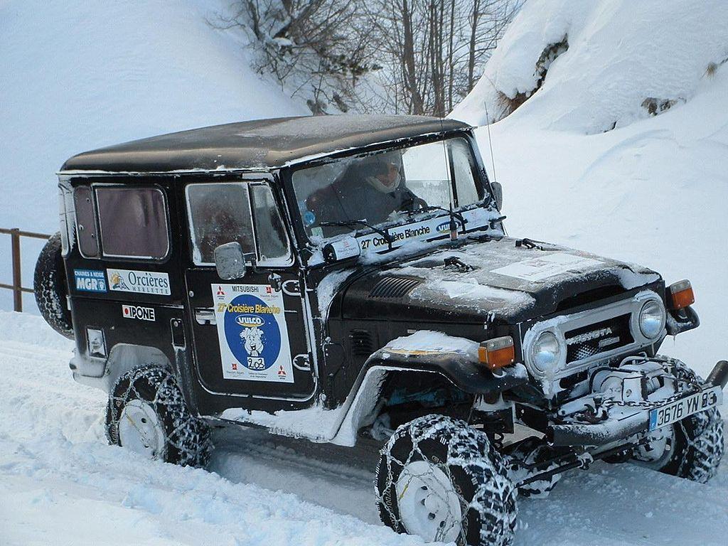Land Cruiser in snow