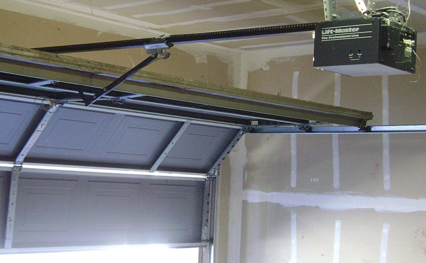 How to Hack a Garage Door in Under 10 Seconds and What You Can Do