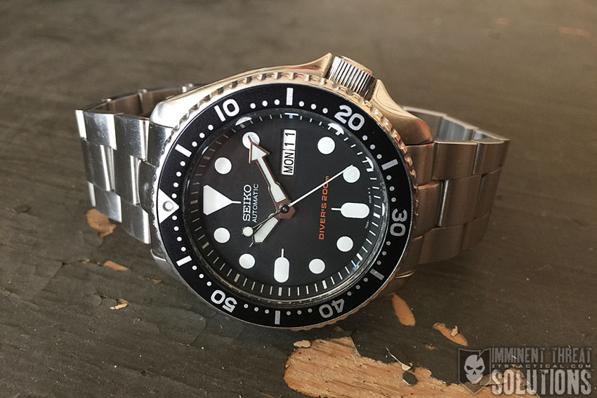 The Seiko SKX007  A Dive Watch that Doesn t Sink Your Bank Account ... acb945bc0884